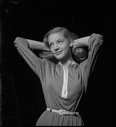 Lauren Bacall  backstage during the filming of The Big Sleep - 1945/1946