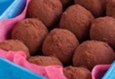 Főkategória: bonbonok. 1277 recept képekkel a következő kategóriákban: csokigolyó, csokoládérúd, cukormentes bonbon, desszertgolyó, gesztenyegolyó, gyümölcsbonbon, kandírozott gyümölcs, kekszgolyó, kókuszgolyó, marcipános bonbon, praliné, raffaello golyó, sütinyalóka, szaloncukor, trüffel