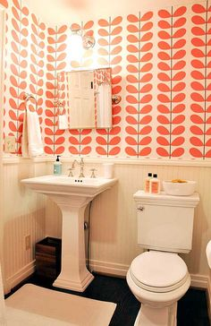I am a huge fan of Orla Kiely, so the moment I spotted this wallpaper at Anthropologie I just knew it would be perfect for our small, windowless guest bathroom. I love pairing bold, modern patterns with more classic, vintage fixtures. Her Wallpaper, Bathroom Wallpaper, Print Wallpaper, Orla Kiely, Bathroom Interior, Modern Bathroom, Small Bathroom, Design Bathroom, Bathroom Ideas