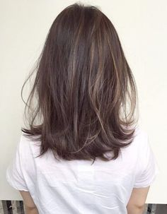 New hair highlights and lowlights for brunettes balayage ideas Ombre Hair Color, Brown Hair Colors, Hair Highlights And Lowlights, Caramel Highlights, Asian Hair Lowlights, Ombre Highlights, Medium Hair Styles, Short Hair Styles, Hair Medium