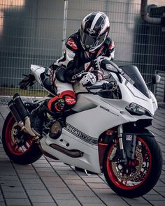 (notitle) The post appeared first on Motorrad. Ducati Motorbike, Motorcycle Suit, Motocross Bikes, Moto Bike, Cool Motorcycles, Motorcycle Design, Ferrari 812 Superfast, Cb 1000, Bike Leathers