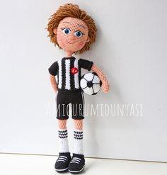 ⚽️Yine bir #taraftar Bebek ⚽️Yine #siyahbeyaz ⚽️ #⚽️ . . . #spor #futbol #football #top #taraftarhediye #bjk #beşiktaş #gs #fb #takım #galatasaray #fenerbahçe #amigurumi #örgü #handmade #hobi #kids #minyatür #tasarım