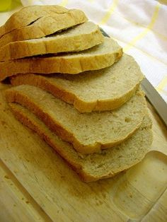 The BEST homemade bread machine bread recipe - honey wheat sandwich bread for slicing. Honey Wheat Bread Machine Recipe, Best Bread Machine, Honey Bread, Bread Maker Recipes, Naan, Bread Baking, Yeast Bread, Tortillas, Food To Make