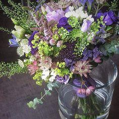 Tarde de pruebas para una #novia #megustatodo 😅 A veces es difícil decidirse pero siempre se consigue 😉  -  #lospeñotes #jardinoterapia #bridges #novias #bodas #events #eventos #personalshopper #flores #floral #evento #megusta