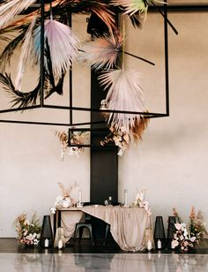 High-Flying Modern Wedding with Black + Mauve Accents - Green Wedding Shoes High-Flying Modern Wedding with Black + Mauve Accents - Green Wedding Shoes. Wedding Trends, Boho Wedding, Wedding Ceremony, Wedding Flowers, Dream Wedding, Wedding Toasts, Festa Party, Diy Décoration, Arte Floral