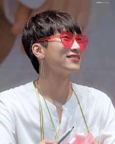 20180718 20180707 Pop up 3次簽售會 - 很喜歡光粑帶耳環的感覺🤤 是因為光師奶毒沒解吧😂 - Cr STIRRING_ - 🐒 @btob_silver_light #徐恩光 #恩光 #徐恩馬 #서은광 #은광 #seoeunkwang… Im Hyunsik, Yook Sungjae, Btob, Minhyuk, China, Cube Entertainment, Meme Faces, Boy Groups, Beauty