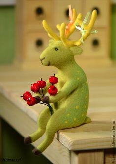 Spring green deer. Needle felted toy by Krupennikova Oxana. Зеленый весенний олень. Греется на солнышке. наслаждается жизнью.