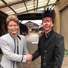 """花沢さん on Instagram: """"リアルはやくんと相良のギャップしかなくて萌えしかない。 ㅤㅤㅤㅤㅤㅤㅤㅤㅤㅤㅤㅤㅤ #ヤンキーとは無縁 #めちゃめちゃいい子 #磯村勇斗 #今日から俺は!! #相良猛 ㅤㅤㅤㅤㅤㅤㅤㅤㅤㅤㅤㅤㅤ #時差とか言わない"""" Japanese Drama, Asian Actors, Kamen Rider, One Pic, Punk, Poses, Celebrities, People, Pictures"""