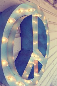 Vintage Marquee Light-Peace Sign.  We could all use a little world peace about now.