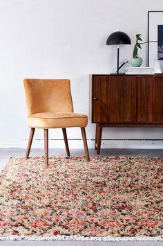 Ryeteppe i ull. Et mykt, tykt og herlig teppe med mønster og veveteknikk som er inspirert av tradisjonelle marokkanske tepper. Frynser. Str 170x240 cm. For økt sikkerhet og komfort, bruk en antiglimatte for å holde teppet på plass. Antiglimatten finnes i flere ulike størrelser.