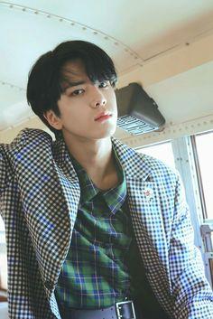 younghoon (the boyz) Banda Kpop, Jae Lee, Hyun Jae, Boy Idols, K Idol, Asian Boys, Good Looking Men, Kpop Boy, Handsome Boys