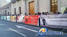 Manifestantes exigen la renuncia del rector Medardo Serna (FOTO: MARIO REBOLLAR)