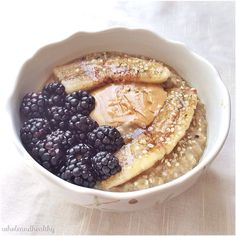 Sweet Cinnamon Mesquite porridge with caramelized banana, the juiciest blackberries I've ever had, peanut butter, hemp hearts and a squeeze of pure honey #meals ☀️