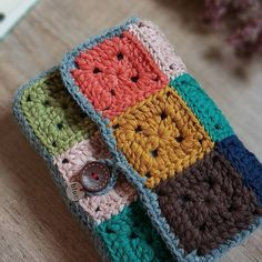 New Designs for FREE crochet bag pattern images Easy And Stylish! - Page 25 of 61 - Beauty Crochet Patterns! Crochet Wallet, Free Crochet Bag, Crochet Granny, Crochet Baby, Gato Crochet, Crochet World, Crochet Books, Crochet Gifts, Crochet Book Cover