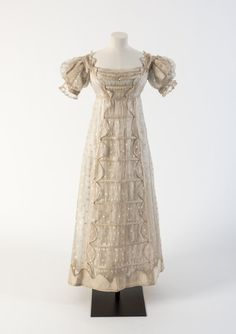 1817 Cream silk gauze Madras lace frock with silk satin detail (Fashion Museum Bath) 1800s Fashion, 19th Century Fashion, Vintage Fashion, Vintage Outfits, Vintage Dresses, Lace Evening Dresses, Day Dresses, Lace Dress, Chemise Dress