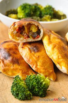"""I """"calzoni"""" chiamati anche """"cascioni"""" o """"panzerotti""""; un pasto completo, bilanciato e sfizioso."""