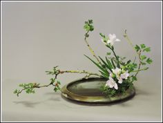 Moribana water reflecting style - 2015 Ikebana Arrangements, Ikebana Flower Arrangement, Flower Arrangements Simple, Bonsai, Ornamental Horticulture, Contemporary Flower Arrangements, Ikebana Sogetsu, Home Flowers, Japanese Flowers