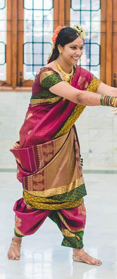 Happy Bride in a Nine Yard Madisar Saree Madisar Saree, Silk Sarees, Indian Ethnic Wear, Indian Style, Saree Wedding, Tamil Wedding, Saree Collection, Jewelry Collection, South Indian Bride