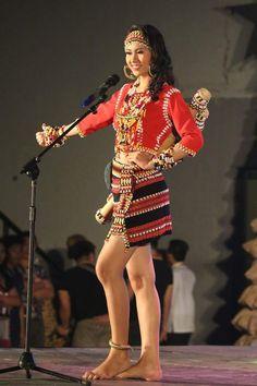 Philippines Outfit, Philippines Fashion, Philippines Culture, Filipino Fashion, Thai Fashion, Philippine Women, Philippine Art, Modern Filipiniana Gown, Vietnam