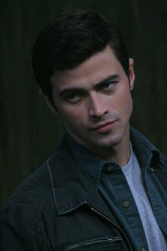 Young John Winchester (Matt Cohen) was a vessel for the Archangel Michael (just briefly) Episode: The Song Remains The Same Castiel, Supernatural Actors, Winchester Supernatural, Supernatural Angels, Matt Cohen, Young John, John Winchester, Cw Series, History