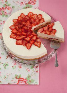 strawberry yogurt tart by Moramarth.deviantart.com on @deviantART