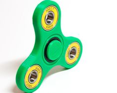 This fidget spinner is made with green PLA plastic, seated with bearings that have yellow seals, its got a very bright and fresh look. Will come with two finger caps as shown in most of the photos. Bearings may be a different brand than pictured, but will always have the yellow seals and are always of high quality.  If you have any questions or are interested in a custom order, just send me a message.  Based on the design found here: http://www.thingiverse.com/thing:1810564