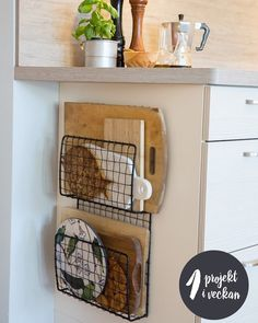 Home Decor For Small Spaces wire baskets for storage - chopping board holders.Home Decor For Small Spaces wire baskets for storage - chopping board holders Diy Kitchen Decor, Diy Kitchen Storage, Kitchen Remodel, Kitchen Decor, House Interior, Sweet Home, Home Diy, Kitchen Organization, Diy Kitchen