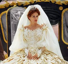 Fabulous wedding dress designed by the brilliant Eiko Ishioka for the Evil Queen (Julia Roberts) in Mirror Mirror...every costume in this film is stunning!