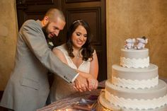 Time to cut the cake! Beautiful bride Andrea!