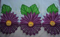 Pano de copa pintado no tecido Estilotex com crochê com linha Cléa.