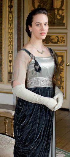 Lady Sybil - Downton Abbey Love the dress! Downton Abbey Costumes, Downton Abbey Fashion, Sybil Downton, Lady Sybil, Jessica Brown Findlay, Vintage Outfits, Vintage Fashion, 20th Century Fashion, Costume Design