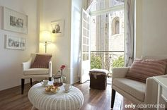 Rent the apartment Premium Apartment facing Lisbon's Sé Cathedral in Lisbon for less with Only-Apartments. Lisbon Apartment, Apartment Chic, 4 Bedroom Apartments, Holiday Apartments, Lisbon Accommodation, Flat Rent, Living Room, Cathedral, Lisbon Portugal