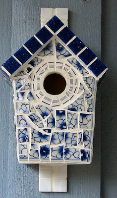 Broken china, mirror and vitreous glass. Mosaic Garden Art, Mosaic Tile Art, Mosaic Birds, Mosaic Artwork, Mosaic Crosses, Mosaic Diy, Mosaic Crafts, Mosaic Projects, Mosaic Glass