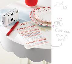 Hoe hou je kinderen bezig op je trouwdag? Maak een lijst met foto opdrachten en zorg voor wegwerp camera's. Maak de opdrachten niet te makkelijk, zo zijn ze uren zoet!
