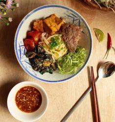 Cách nấu bún riêu ốc nóng hổi cho cả nhà đổi món cuối tuần - http://congthucmonngon.com/100198/cach-nau-bun-rieu-oc-nong-hoi-cho-ca-nha-doi-mon-cuoi-tuan.html