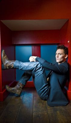 Tom Hiddleston... I know I've pinned this to my other 'men' board, but he has got some sexy sexy legs...