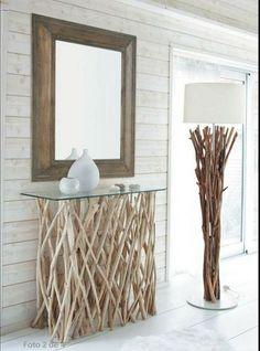 Muebles imprescindibles para decorar el hall con estilo: Un recibidor de cristal y ramas, original y muy luminoso.
