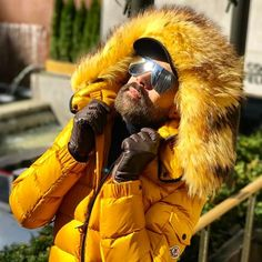 Good Morning ☀️ 0º NY #selfie#me#cold#nyc#nycphotography#nycprimeshot#fur#moncler#awesome#goodmorning#bonjour#bomdia#instacool#style#instadaily#instamoment#furjacket#sunglasses#manhattan#gay#gaydude#gaystagram#gayselfie#gayworld#beardstyle#bearded#travelphotography#tourist#instagramhub#fashion