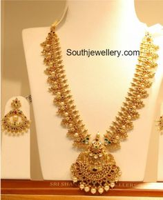 Indian Jewellery Designs - Latest Indian Jewellery Designs 2020 ~ 22 Carat Gold Jewellery one gram gold Gold Haram Designs, Gold Earrings Designs, Gold Jewellery Design, Necklace Designs, Mens Gold Jewelry, Gold Wedding Jewelry, Gold Jewelry Simple, Diamond Jewelry, Jewelry Model