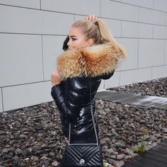 THAT FUR looks amazing in her downjacket by Outfits With Hats, Trendy Outfits, Moncler Jacket Women, Love Fashion, Womens Fashion, Fashion Tips, Fur Fashion, Nylons, Fur Clothing