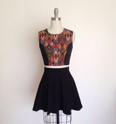 This crop top features princess seams front and back. Fully lined and has functional back buttons. Wear with high waisted jeans, skirts and more!