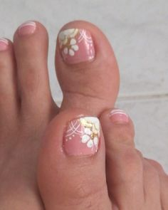 Fingers and toes Pedicure Designs, Toe Nail Designs, French Toe Nails, Cute Pedicures, Floral Nail Art, Toenails, Toe Nail Art, Hair Highlights, Pretty Nails