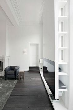 Dark floors, light walls.