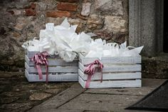 Coni di riso da lanciare e fiocchi per le macchine Wedding Bag, Chic Wedding, Wedding Details, Wedding Favors, Our Wedding, Church Flowers, White Day, Diy Wedding Decorations, Marriage