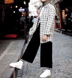 Modest Fashion Hijab, Modern Hijab Fashion, Casual Hijab Outfit, Hijab Fashion Inspiration, Hijab Chic, Muslim Fashion, Hijab Dress, Hijab Fashionista, Sneakers Fashion Outfits