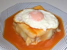 Francesinha - Molho aperfeiçoado Sandwiches, Pizza Sandwich, Cooking Recipes, Healthy Recipes, Portuguese Recipes, Snacking, Good Food, Favorite Recipes, Sweets