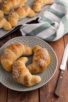 drożdżowe rogale na maślance Bagel, Baking, Healthy, Pastries, Prom Dresses, Drinks, Life, Xmas, Brot