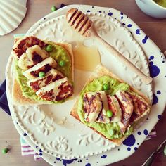 Piure de mazare cu halloumi la gratar Avocado Toast, Brunch, Favorite Recipes, Breakfast, Food, Morning Coffee, Essen, Meals, Yemek