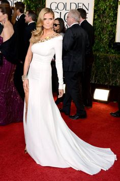 Pretty Heidi turns heads in this white one-shoulder gown by Alexandre Vauthier - cleverly paired with gold pointy pumps and a statement bangle!