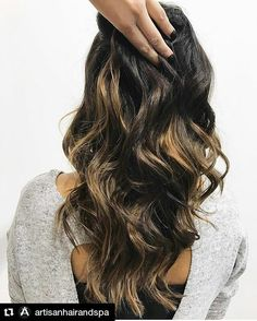 """F L A W L E S S """"flashes of Balayage"""" ✨ Dark chocolate base with flashes of Caramel is the hottest colour this winter ❄️ #DavinesFormula 🎨: Base: 44,0 + 20vol 1:1.5 35mins (root to mid shaft) Balayage: Mask Bleaching Powder + 30vol Toner: 8,1 + 5vol 1:2 10mins Done by our #ArtisticDirector and #CoOwner @christinaprimerano on her client @kleinburg_naturopath here at #ArtisanHairandSpa a #DavinesSalon 💕 @davinescolor #DavinesLove #DavinesFamily #VaughanHair #TorontoHair #VaughanSalon…"""